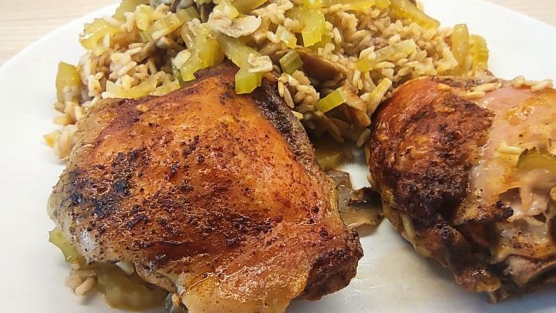 Kurczak z ryżem, selerem i pieczarkami