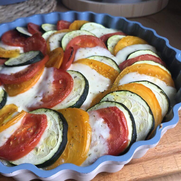 Letnia zapiekanka z warzywami i mozzarellą